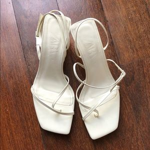 STRAPPY MID-HEEL LEATHER SANDALS White